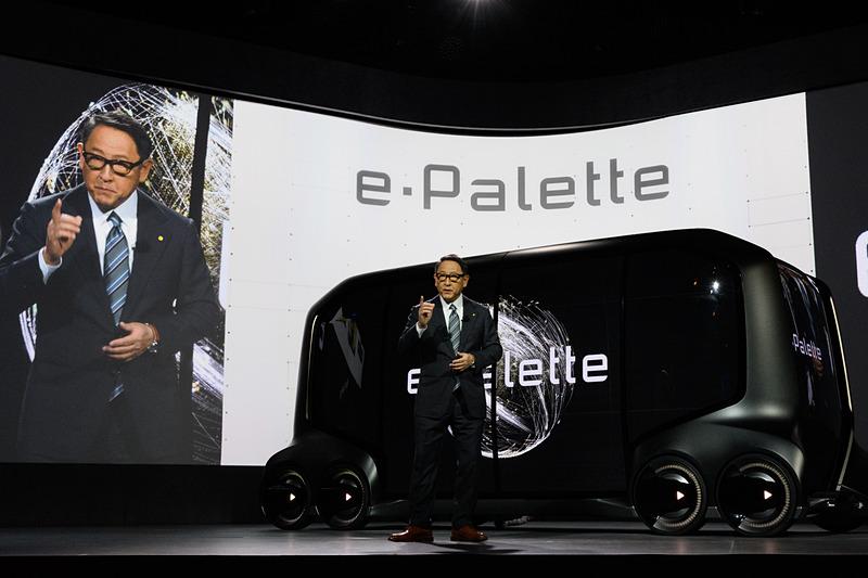 CES 2018で発表されたのは3サイズ予定されている中で、中くらいのeパレット。マツダの小型ロータリーエンジン搭載にも期待したい