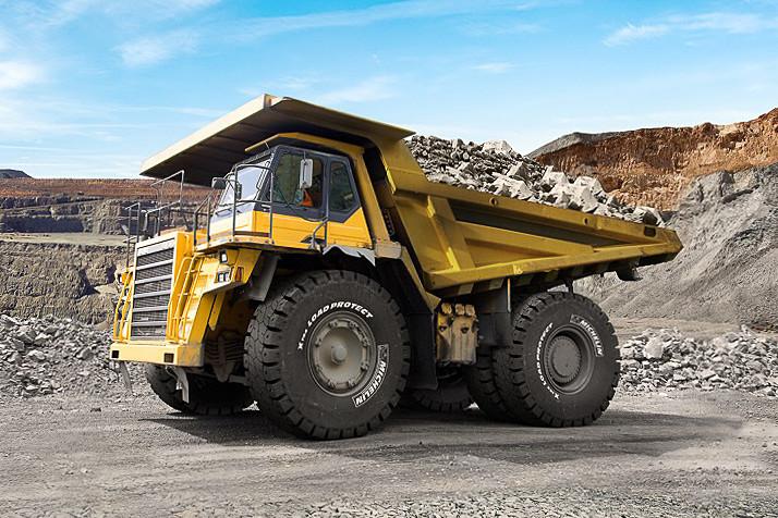 「ミシュラン エクストラロード プロテクト」を装着したリジットダンプトラック