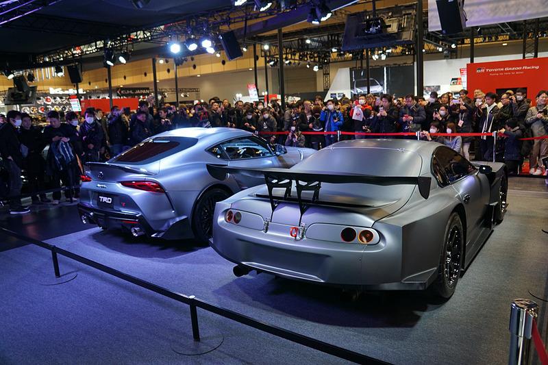 "SUPER GT GT500クラスの開発車両をリメイクした「TRD""80""Supra」と並べられて展示されている"