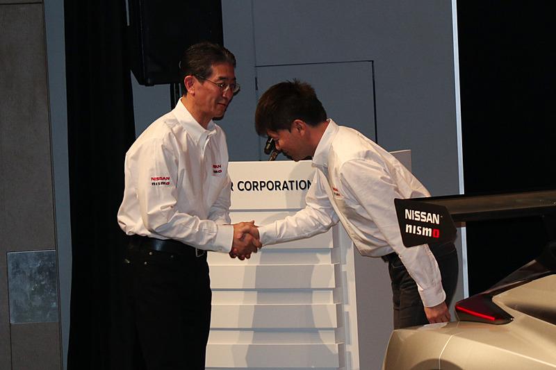 ニッサン・モータースポーツ・インターナショナル株式会社 代表取締役社長兼最高経営責任者(CEO)の片桐隆夫氏は、「プレッシャーがかかる中でも着実に勝利を重ね、3度のタイトルを獲得したことは、本山選手のテクニックやレース運びの素晴らしさはもちろんですが、強靱な精神力を合わせ持っていることの証明だと思います。また、本山選手は実戦における速さや冷静さだけでなく、マシンの開発やサーキットでのテストで開発を進めていく能力に非常に長けており、フィードバックの的確さはNISMOのエンジニアや開発陣の大きな助けになり、日産車のポテンシャル向上に大きな力を発揮してくれました」と本山選手を評し、長年に渡る貢献を讃えた