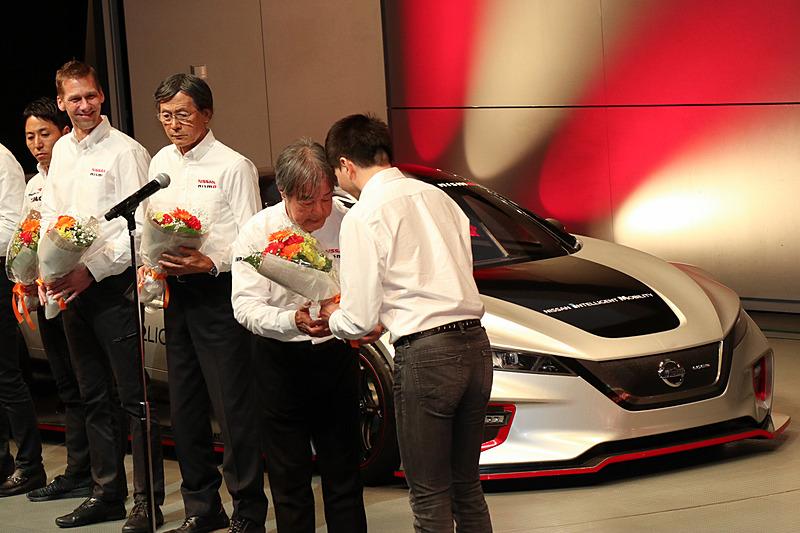 花束贈呈の贈呈に加え、本山選手とのエピソードなどが語られた