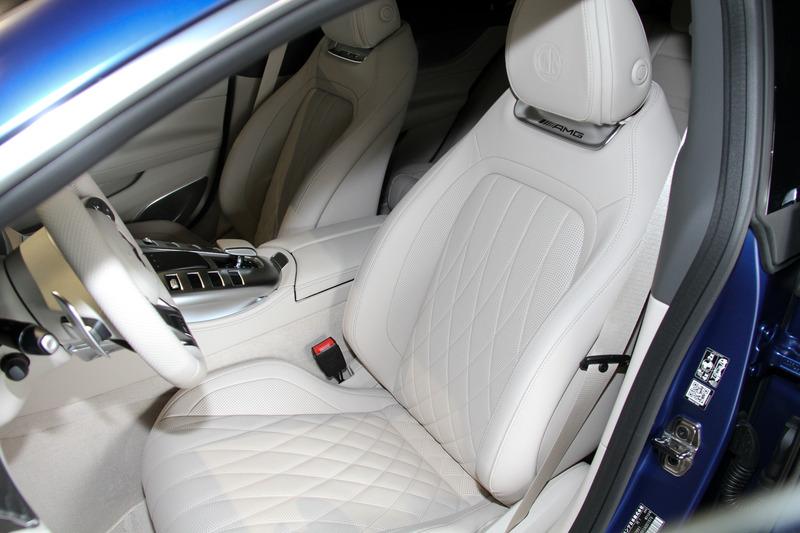 メルセデスAMG GT 4ドアクーペは5名乗車仕様