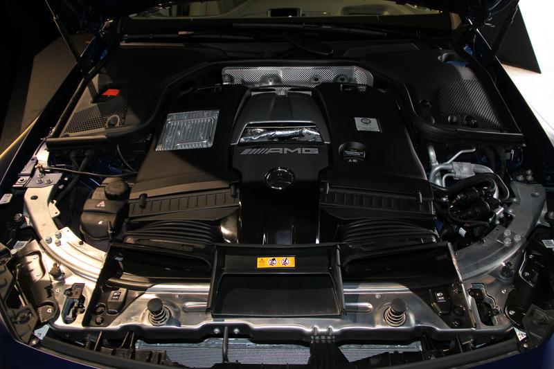 V型8気筒DOHC 4.0リッターツインターボ「M177」型エンジンの最高出力は470kW(639PS)/5500-6500rpm、最大トルクは900Nm(91.8kgfm)/2500-4500rpm