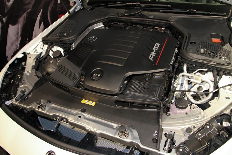 GT 53 4MATIC+が搭載する直列6気筒DOHC 3.0リッター直噴ターボ「M256」型エンジンは最高出力320kW(435PS)/6100rpm、最大トルク520Nm(53.0kgfm)/1800-5800rpmを発生。撮影車は21インチアルミホイールにミシュラン「パイロット スポーツ 4S」(フロント275/35 R21、リア315/30 R21)をセットしていた