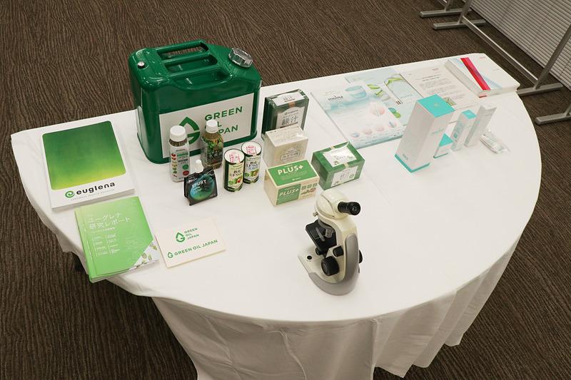 両社では現在、微細藻類の市販製品として、ユーグレナで健康食品や化粧品、デンソーで保湿クリームに利用している