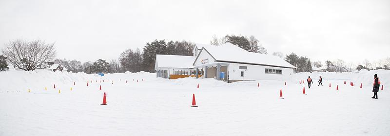 こちらは圧雪路でのコーナリングが体感できる特設コース