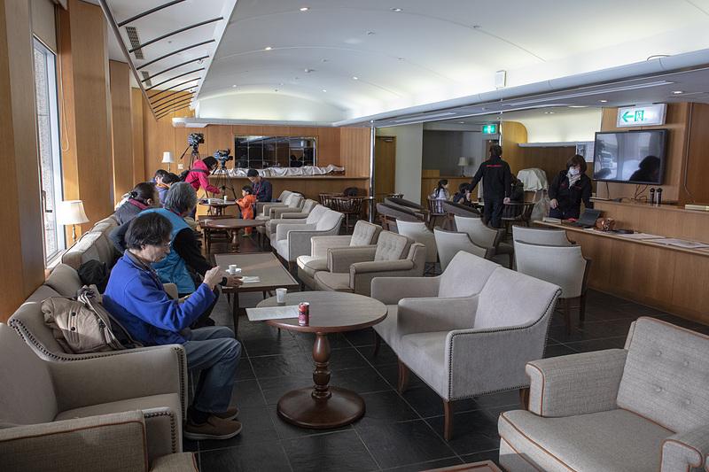 会場は裏磐梯レイクリゾート。普段はラウンジとして使われているスペースを借り切って参加者の待合室とした
