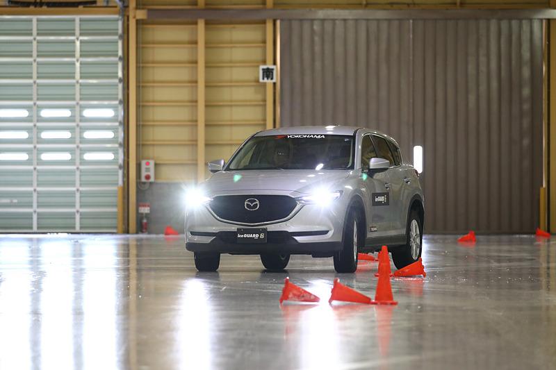 ブルーアース 4S装着車両からアイスガード 6装着車両に乗り換えると、スタッドレスタイヤの安定感がよりいっそう分かる