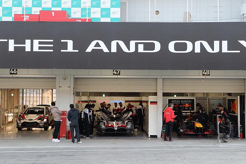 WRC、WEC、F1のマシンがピットで並ぶ貴重な光景