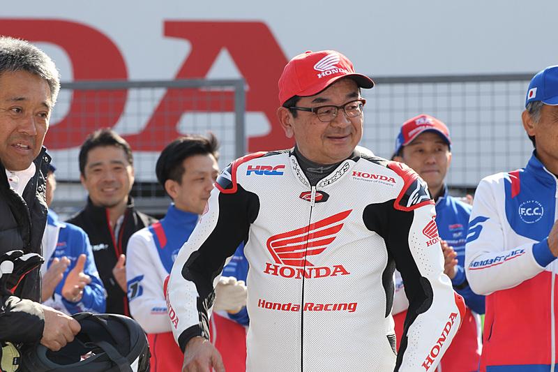 F.C.C. TSR Honda Franceの「CBR1000RR」でパレードランを披露した八郷隆弘社長