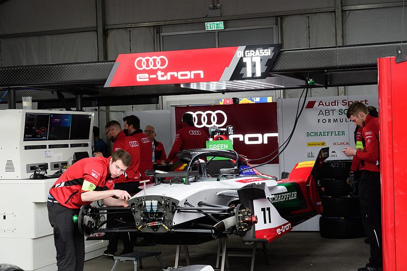 Audi Sports ABT Schaefferのピットガレージ