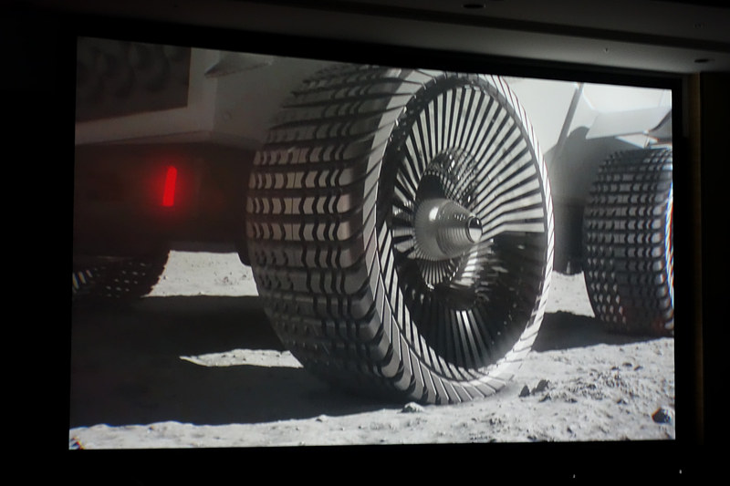 有人与圧ローバ。タイヤについてはブリヂストンに相談したことが寺師氏から紹介された