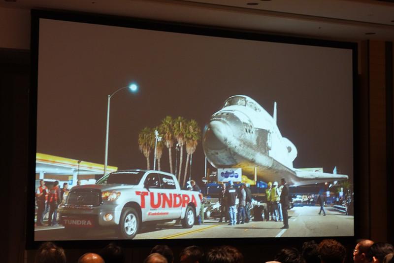 2012年にスペースシャトル・エンデバー号が引退する際、ロサンゼルス空港からカリフォルニアの科学センターに輸送するのにタンドラが使われた
