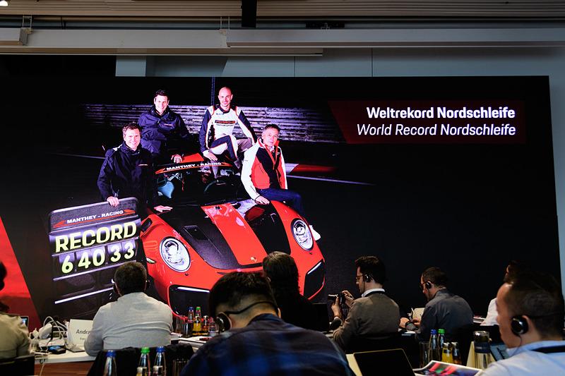 スポーツカーメーカーのポルシェらしく、ニュルブルクリンクのコースレコードについても紹介