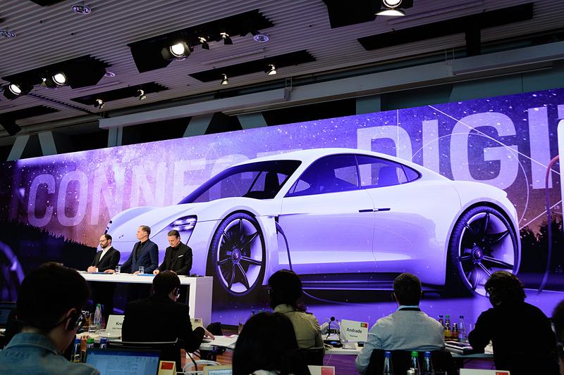 こちらはタイカン。本国の発売は2019年秋、日本は2020年が予定されている