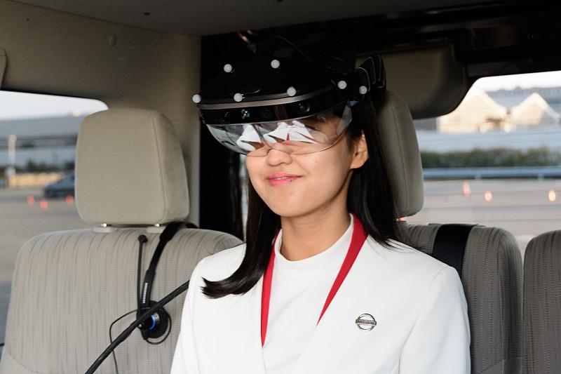 ARヘッドセットにはマーカーが取り付けられている