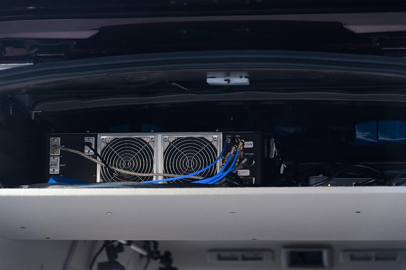 こちらはNV350の後部に積まれていた5G移動体通信装置。インテル製。この下にI2V用の機材が多数積まれていたが、そこは撮影禁止