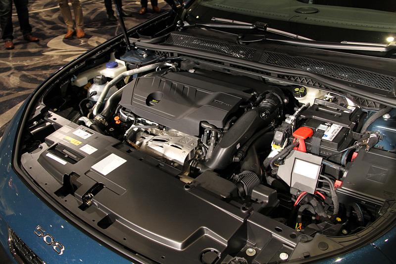 508 GT Lineが搭載する直列4気筒DOHC 1.6リッターターボエンジンは最高出力133kW(180PS)/5500rpm、最大トルク250Nm/1650rpmを発生。JC08モード燃費は14.7km/L、WLTCモード燃費は14.1km/L(市街地モード:10.7km/L、郊外モード:13.9km/L、高速道路モード:16.5km/L)