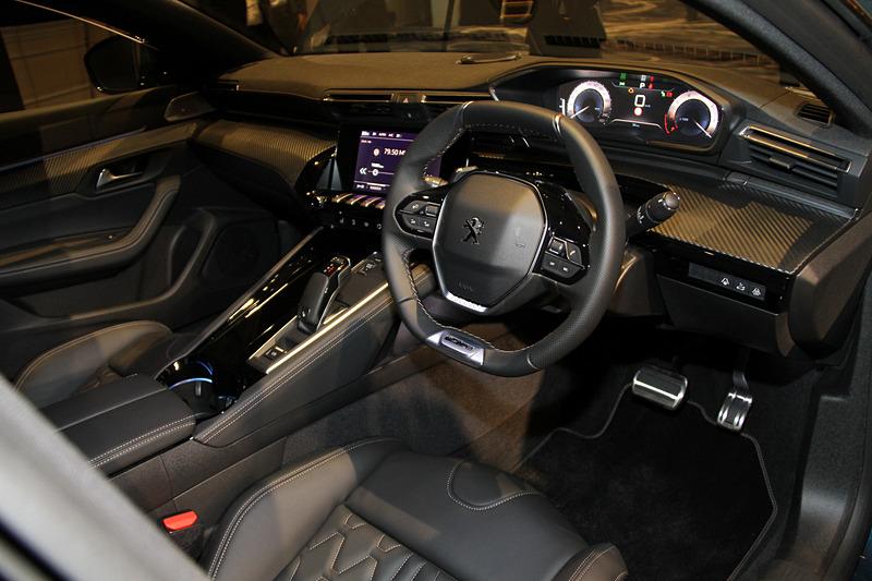 上記の508 GT BlueHDiと同等の装備が与えられる508 GT Lineのインテリア。ラゲッジスペースについては5名乗車時が487L、2名乗車時が1537L。2名乗車時の容量は先代比で156L増となる