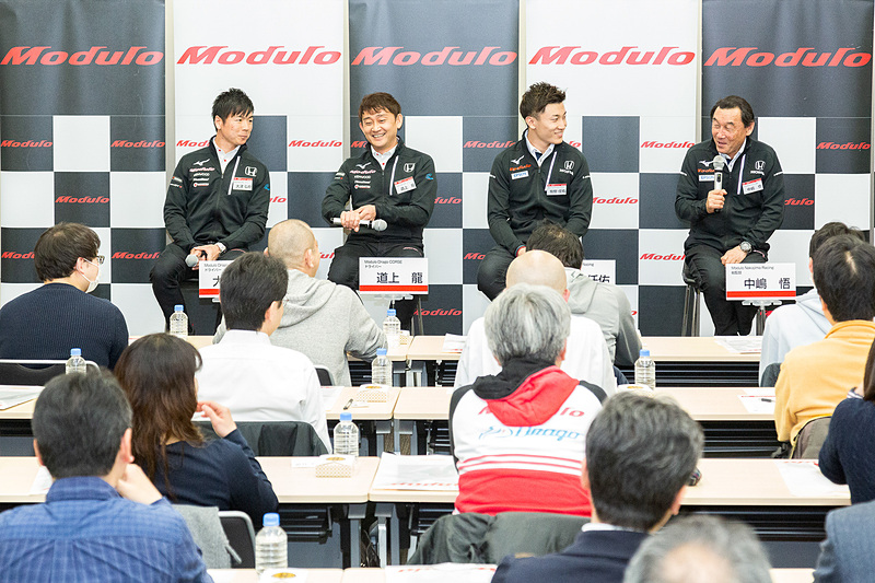 """鈴鹿サーキットで開催されたモースポフェスの話題では、道上選手も参加する""""新・永遠のライバル対決""""についての話題で盛り上がる"""