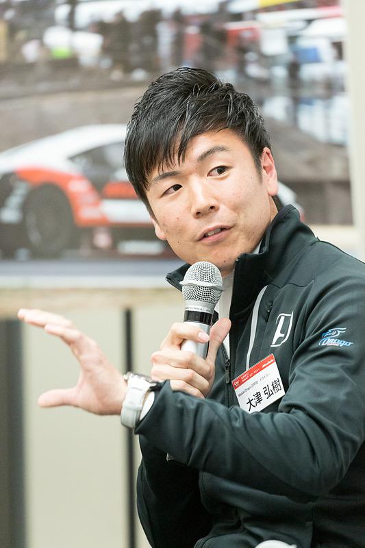 マシンのカラーについての質問で、大津選手が他のドライバーから64号車と34号車の見分けがつきにくいと言われた、ということをきっかけに、この見分けにくさがレースにどう影響するか?という話題になった。