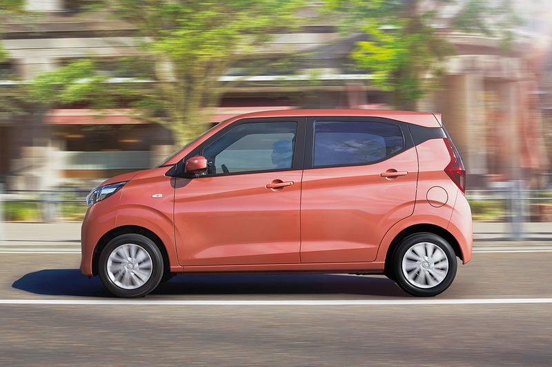 eKワゴンの走行イメージ。eKワゴンのWLTCモード燃費は2WD車が21.2km/L、4WD車が18.2km/L
