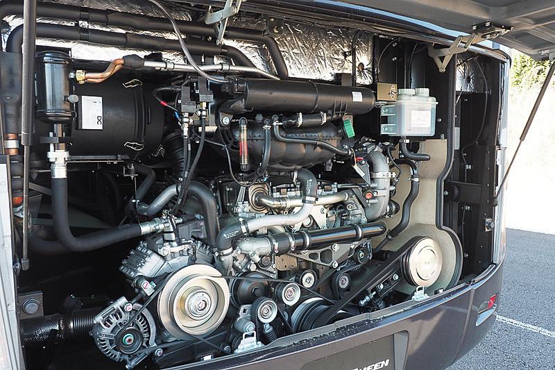 381PSを発生する直列6気筒7.7リッターターボ「6S10」型エンジン