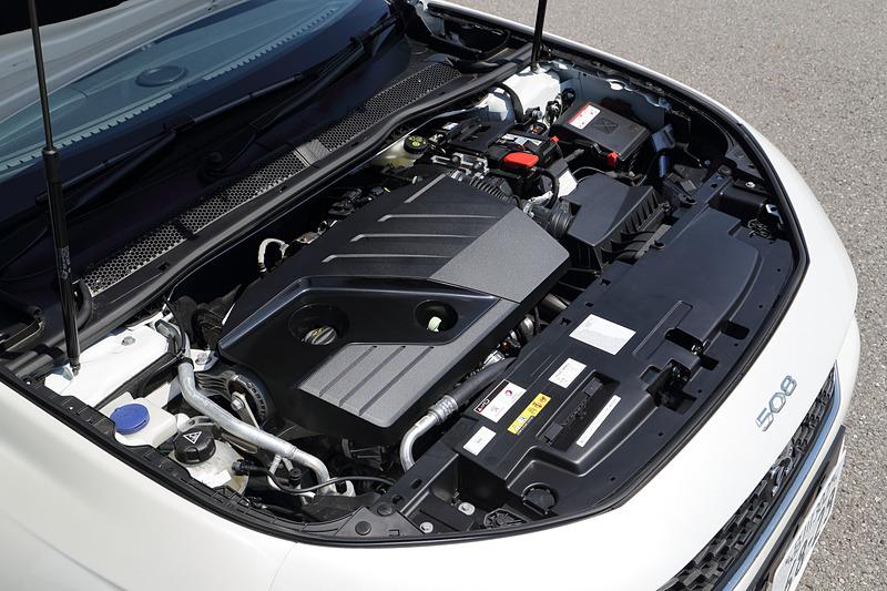 直列4気筒DOHC 2.0リッター直噴ディーゼルターボエンジンは最高出力130kW(177PS)/3750rpm、最大トルク400Nm/2000rpmを発生