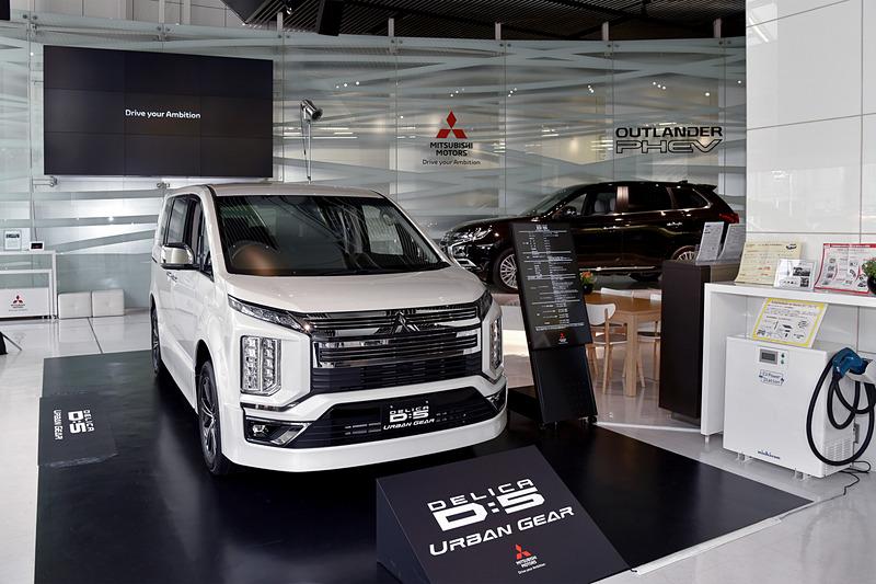 ショールーム内は新型車発表会の場としても利用され、これまでにさまざまな三菱自動車モデルが展示されてきた