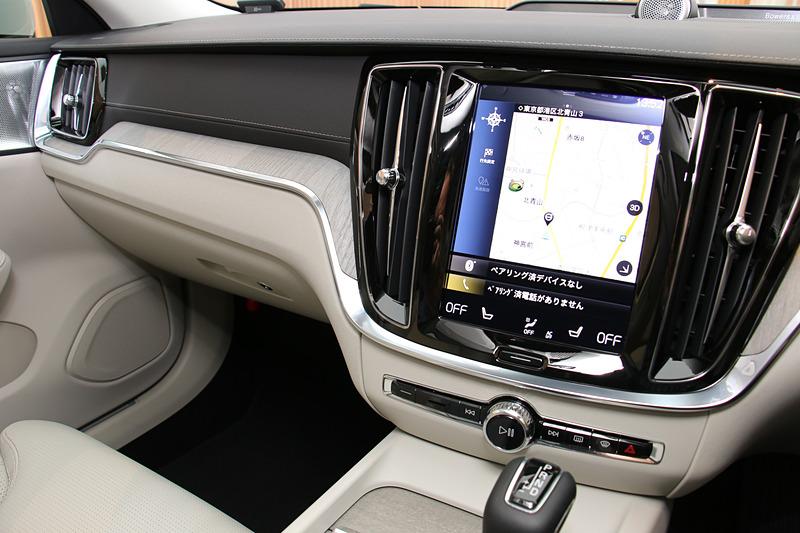 縦型9インチのタッチスクリーン式センターディスプレイを全車標準装備
