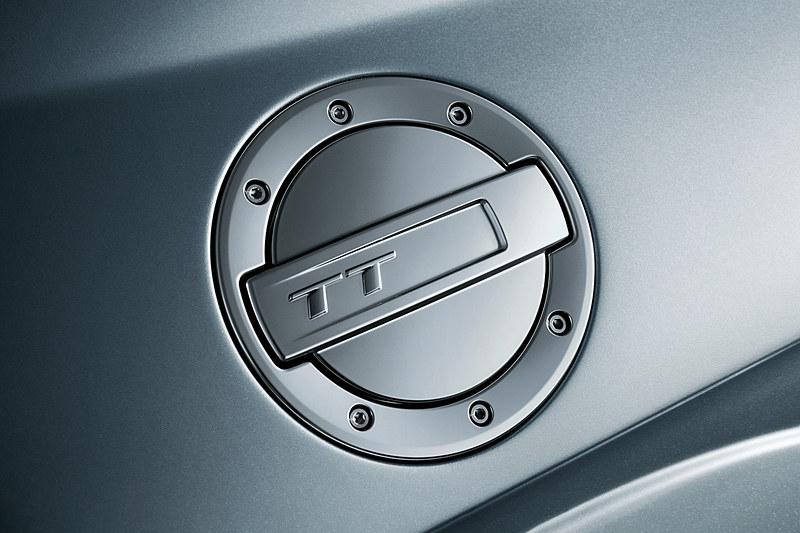 初代TTを彷彿とさせる丸みを帯びたデザインが最新デザインと融合