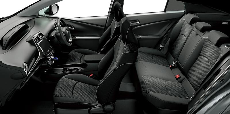 """S""""セーフティパッケージ""""(グレーメタリック)<オプション装着車>。内装色はブラック"""