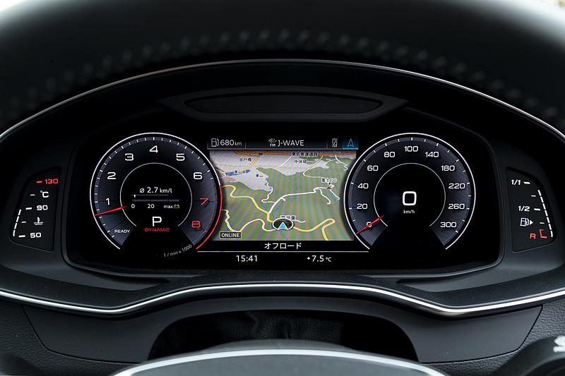 高解像度の12.3インチカラー液晶フルデジタルディスプレイに、スピードメーター、タコメーター、マップ、ラジオ/メディア情報などを表示できる「Audiバーチャルコックピット」を標準装備