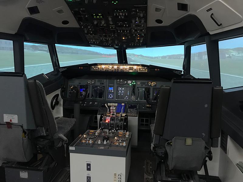 ボーイング 737のフライトシミュレータ