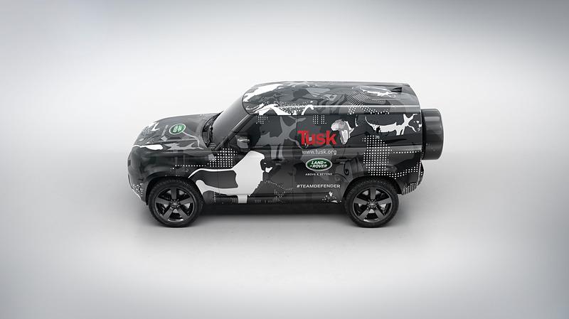 新型ディフェンダーのプロトタイプ車両