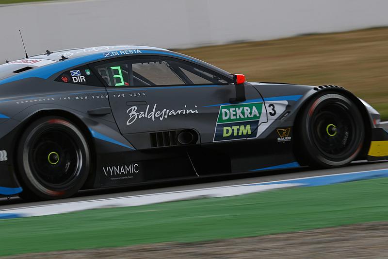 17周目、3位を走行するアストンマーティンのポール・ディレスタ(No.3)
