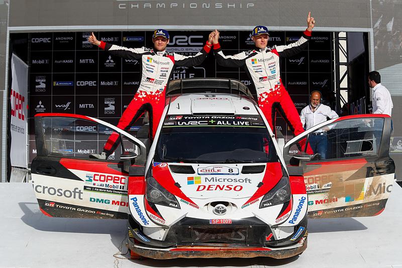 「ヤリスWRC」8号車のオィット・タナック選手(右)、マルティン・ヤルヴェオヤ選手(左)