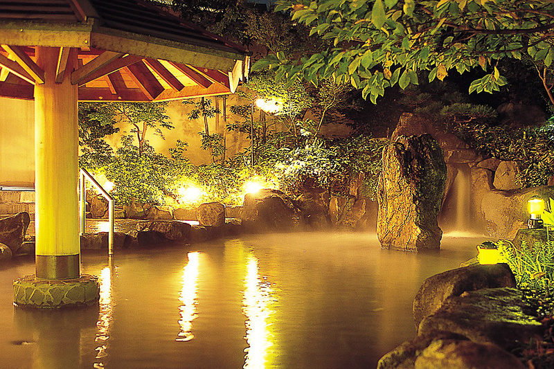 「天然温泉クア・ガーデン」には露天風呂や大浴場に加え温水プールなども楽しめます