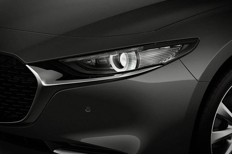 ヘッドライトは中心部分をシンプルなリング状に発光させ、同時に側面部分を発光させることで軸感を表現