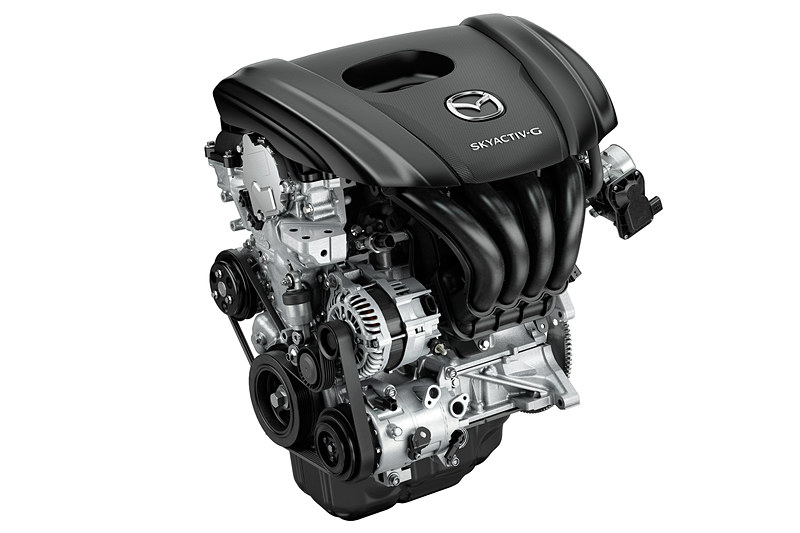 SKYACTIV-G 1.5は、最高出力82kW(111PS)/6000rpm、最大トルク146Nm(14.9kgfm)/3500rpm。ファストバック 6速AT(FF)搭載時のWLTCモード燃費は16.6km/L