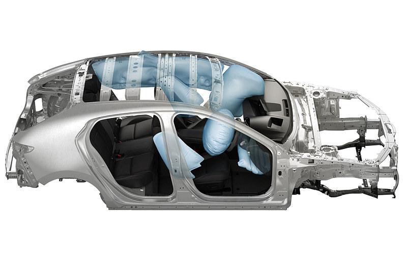 マツダ車として初めて運転席ニーエアバッグを採用
