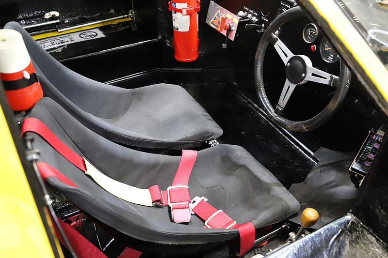 ダイハツ P-5は、「Daihatsu」の文字が入った直列4気筒 DOHC 1.3リッター水冷エンジンが見られる状態で展示。ブースのスタッフに声をかけると「必要なものだけをレイアウトした」という、いたってシンプルな室内も見ることができた