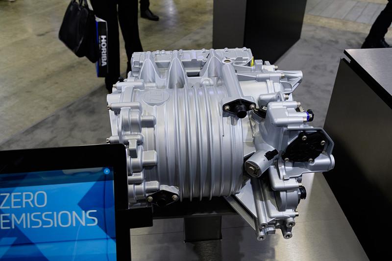 小型商用車向けの電動ユニットであるCeTrax Lite。ピーク性能は150kWという