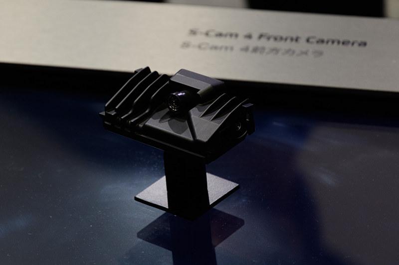 こちらはモノカメラのS-Cam 4。小型となったため、取付自由度も上がっている。ヒートシンクを備えるようになった