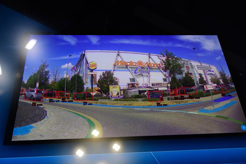 Tri-Camの認識映像もブースで見ることができる。3眼それぞれの映像ではなく、プロセッサで処理され、ゾーニングされた映像