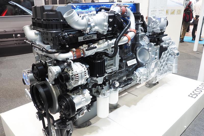 UDトラックスのブースにはGH11エンジンを展示