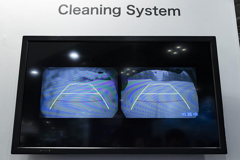 カメラ・センサ洗浄システム。液体での洗浄だけでなく空気噴射を併用することで、洗浄力の向上とともに洗浄液の消費低減を実現