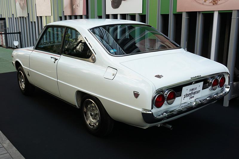 MAZDA3の系譜となる「ファミリア プレストロータリークーペ」や「ファミリア」もこの発表会のために広島から運ばれた