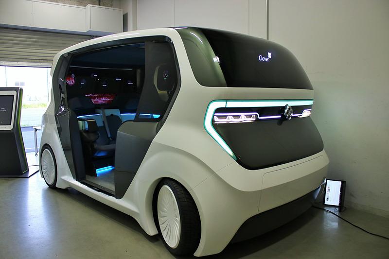 将来の自動運転を見据えた「AI19クローバー」