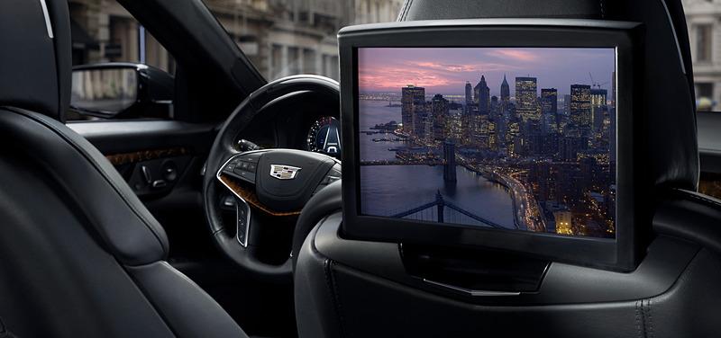 リアシートに2台の高解像度10インチディスプレイを装備